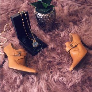 Brown casual, semi casual .. boot etc ..